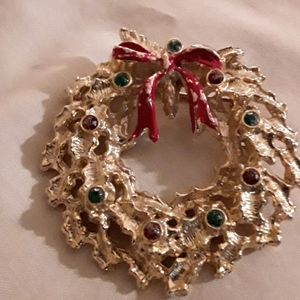 Vintage Enamel Goldtone Christmas Wreath Brooch